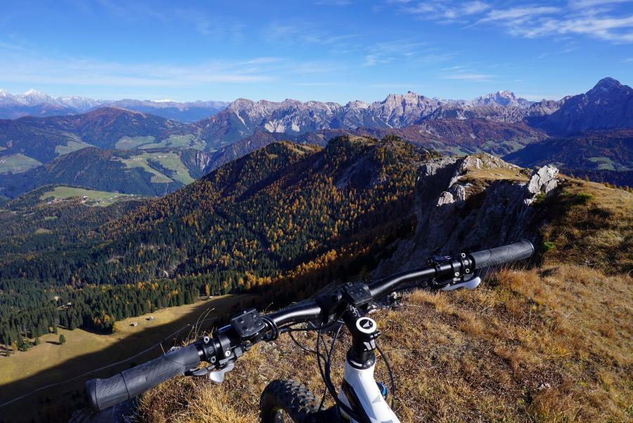6 Reasons why Mountain Bike Handlebars are so wide 2
